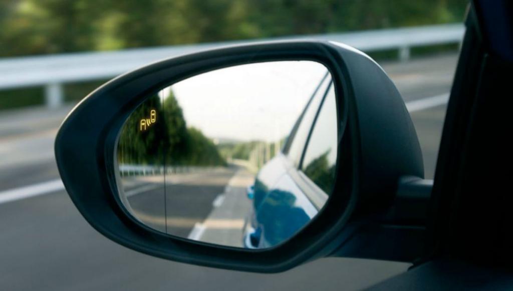 Conoce la forma de usar correctamente los espejos retrovisores, de acuerdo con información de CESVI.
