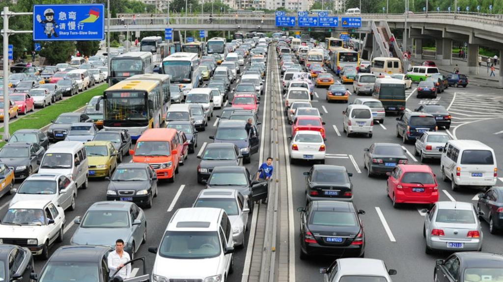 La venta de coches en China ha caída cerca del 20%; en híbridos, más del 50%.