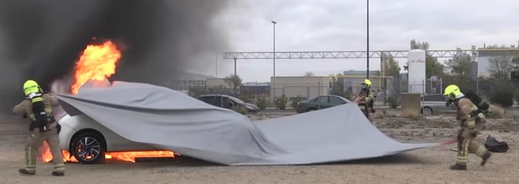 Bridgehill fabricó manta que controla los incendios en coches eléctricos