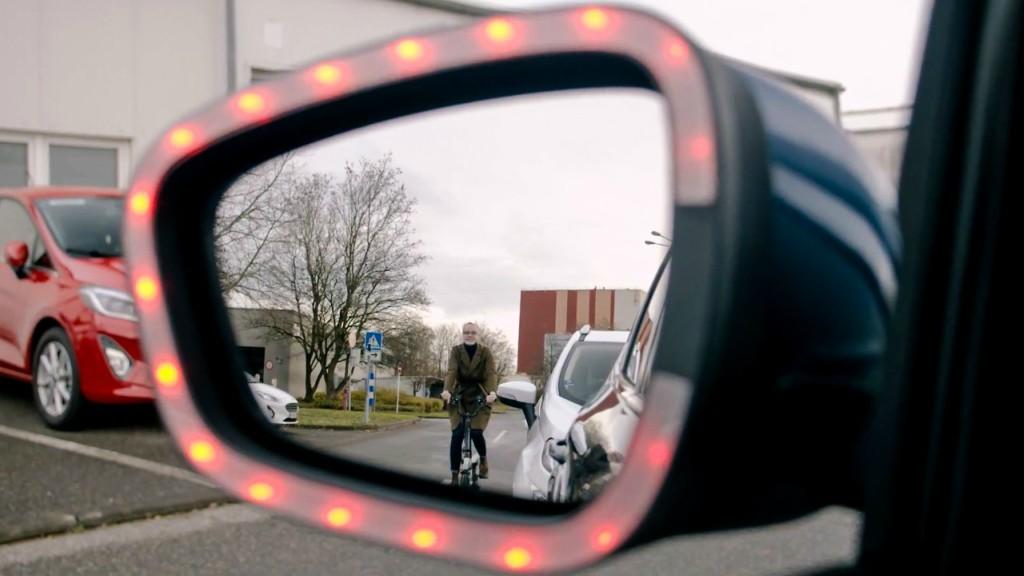 Exit Waring es la tecnología de Ford que protege a los ciclistas, peatones y motociclistas.