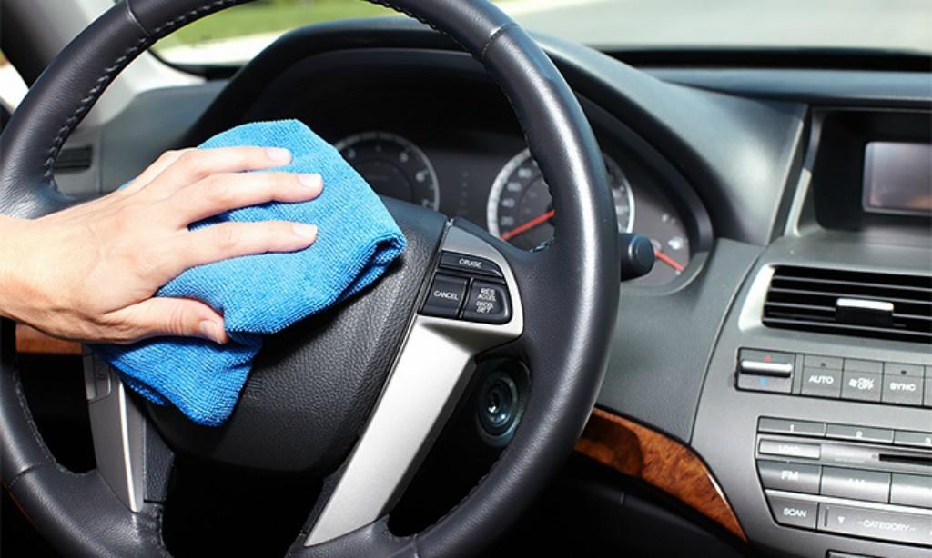 Limpiar y desinfectar el coche puede ser una medida preventiva importante en cuanto al Covid-19
