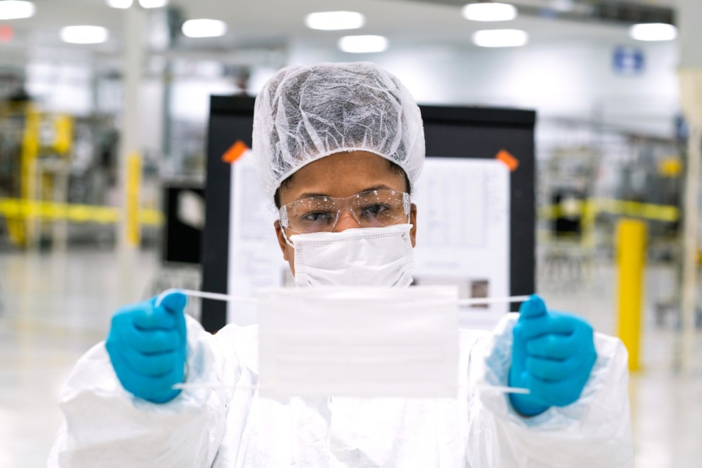 General Motors fabricará 1.5 millones de mascarillas al mes para personal de salud en México.