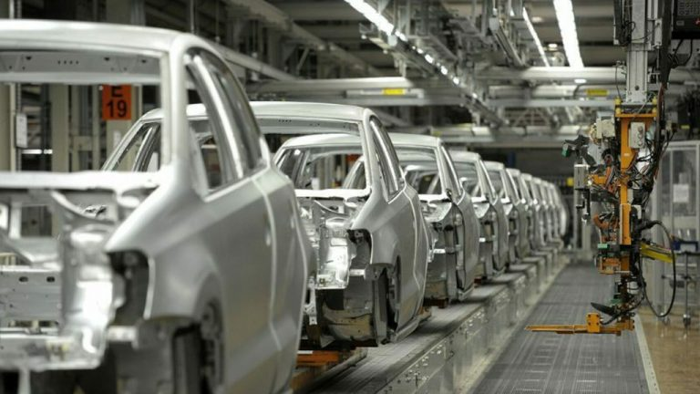 Estados Unidos quiere reactivar cuento antes sus sector automotriz