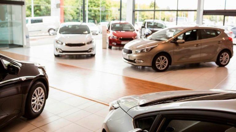 Ventas de coches en marzo bajan.