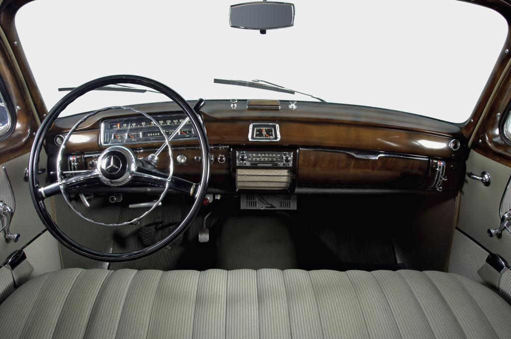 BMW da un recorrido por la historia de los volantes