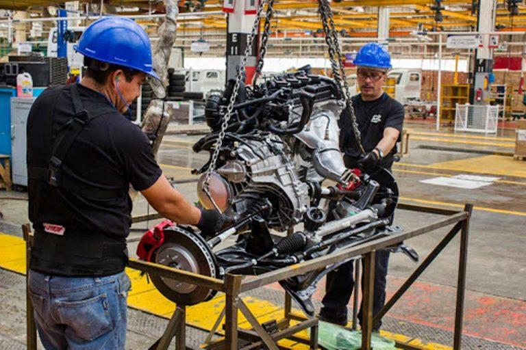 Industria automotriz mueve a mexico