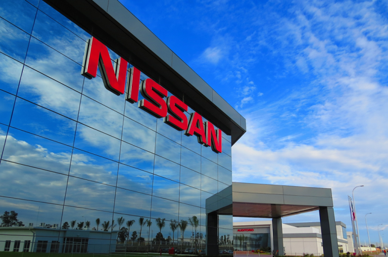 Nissan reabre sus plantas