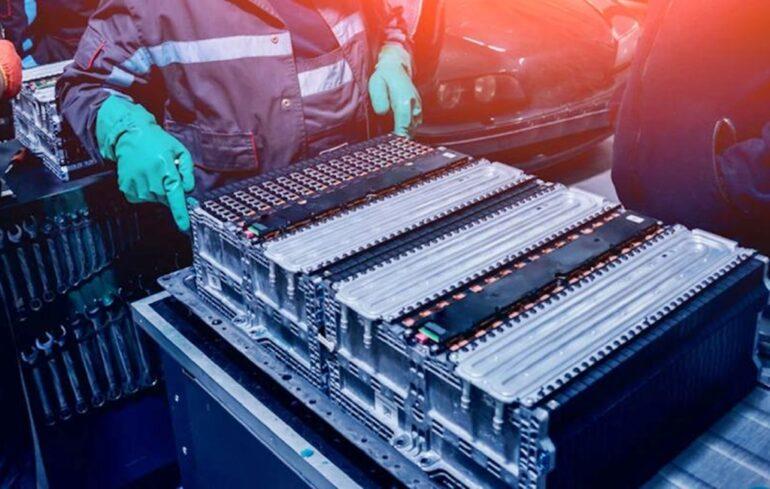 China domina el mercado de baterías para autos eléctricos